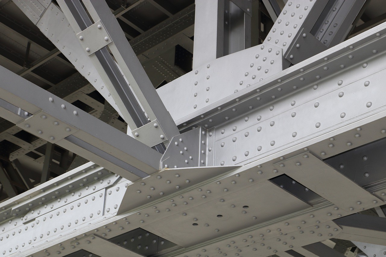 What are the types of steel structures?